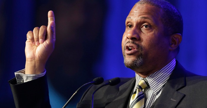 """DWTS"" alum Tavis Smiley responds after PBS pulls his show following harassment allegations"