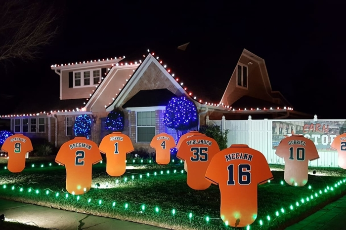 Astros-themed Christmas light show makes Pearland a holiday hotspot