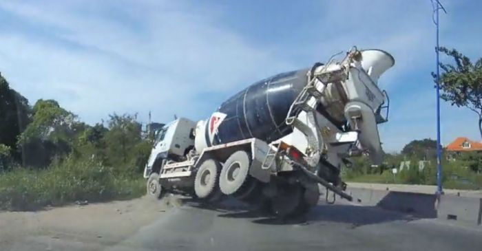 Watch what happened when a cement mixer in hurry tried to beat traffic and failed miserably