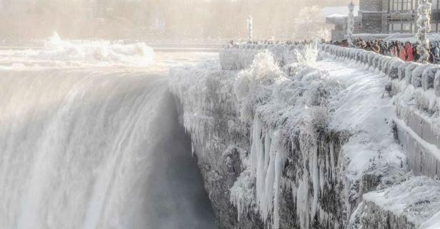 Remember When Freezing Temperatures Turned Niagara Falls into Winter Wonderland?