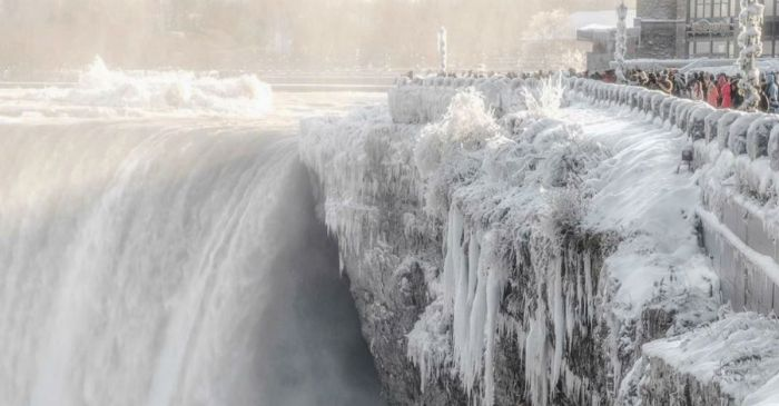 Remember When Freezing Temperatures Turned Niagara Falls into Winter Wonderland?