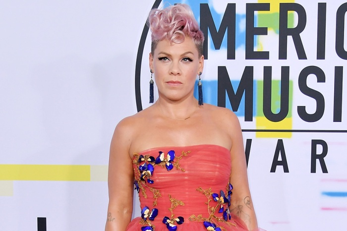 Pink breaks down in tears at a grocery store, and she just explained why on Twitter