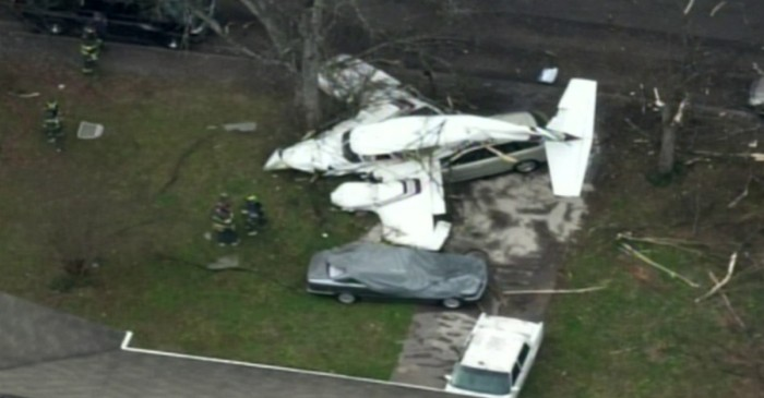 A small plane carrying 3 men suddenly crashed in a Knoxville neighborhood