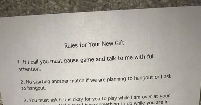 Girlfriend's video game Christmas gift for her man with a list of rules set the internet on fire