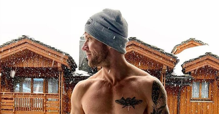 Reese Witherspoon's ex Ryan Phillippe shows he's back on his feet in a sizzling holiday pic