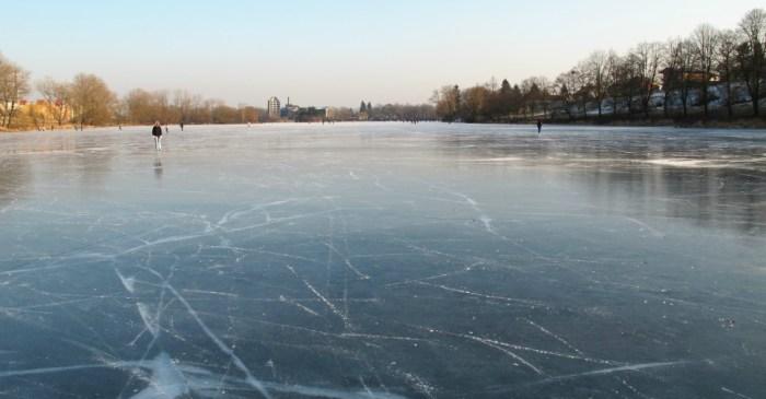 Two boys fall into frozen pond, good Samaritan saves their lives
