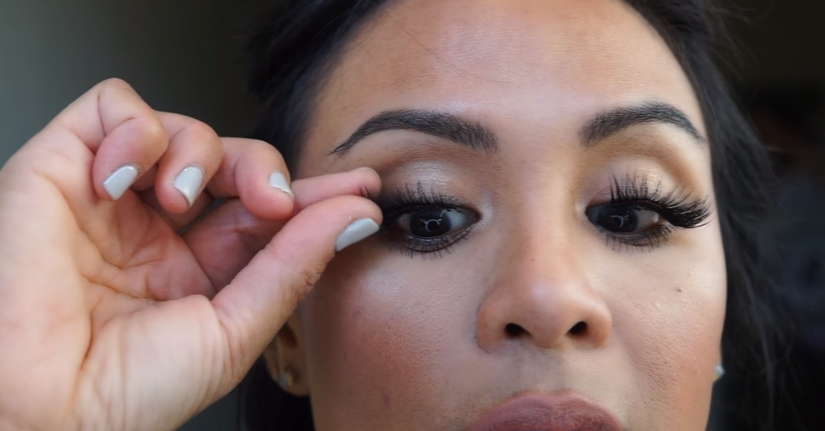 If you want longer eyelashes but don't want to deal with lash glue or serums, this magical product is for you