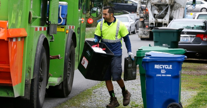City officials approve new recycling contract, bringing curbside glass and plastic bag collection back to the Bayou City