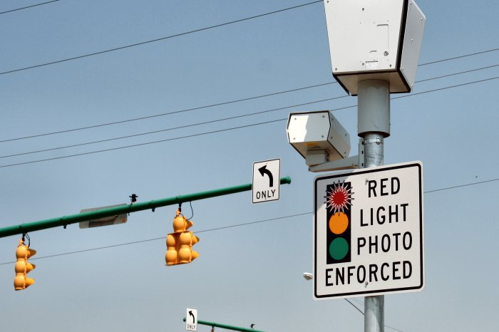 Drivers will now be fined $100 for running red lights on Michigan Ave