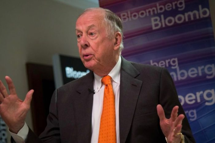 T. Boone Pickens is stepping out of the energy game