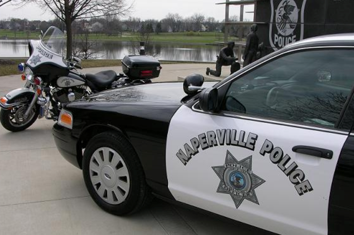 Naperville police looking man who tried to lure 14 year old girl into van