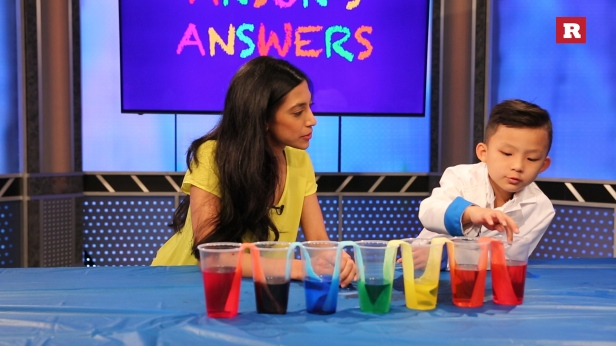 "This kid genius showed us how water ""magically"" fills empty cups in a colorful science experiment"