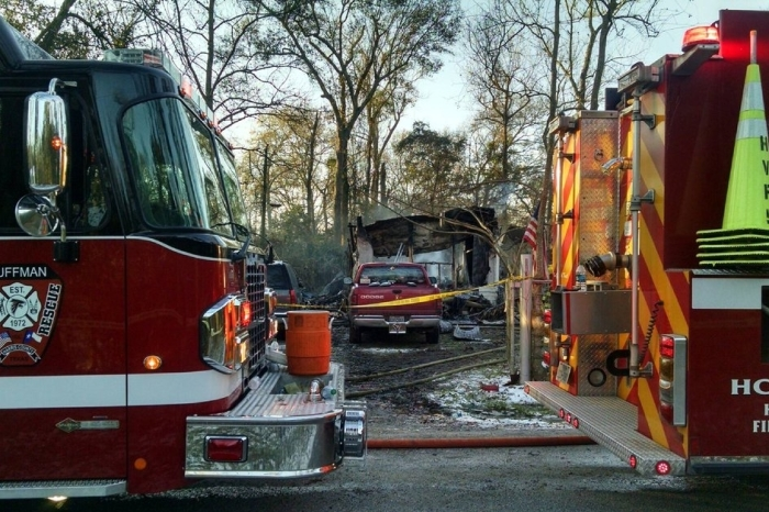 Fire claims the lives of mother and her two children trying to keep warm in mobile home