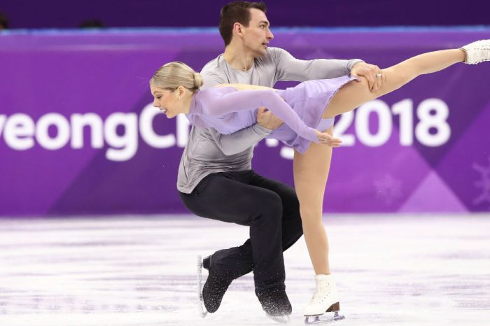 2 U.S. Olympic figure skaters performed to honor the victims of the school shooting in Florida