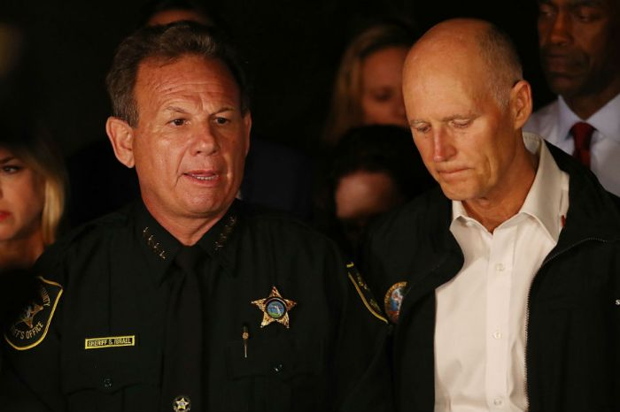 "A late night host put Florida sheriff Scott Israel on blast for his ""amazing leadership"""