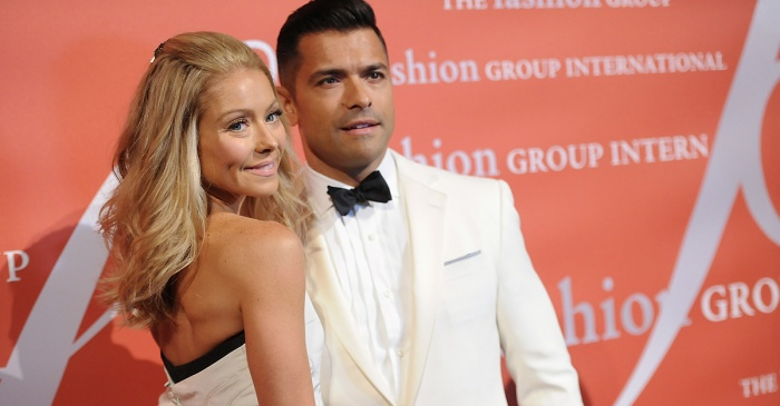 "Mark Consuelos spices things up in a sexy Valentine's Day post to his ""boo"" Kelly Ripa"