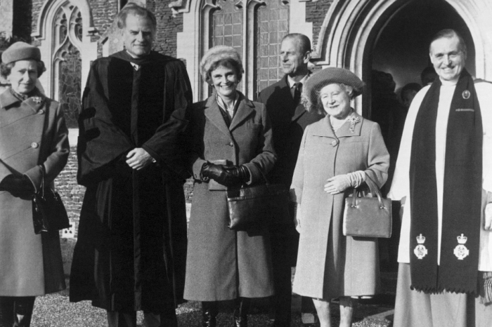 In 1955, the charismatic Billy Graham began an unlikely friendship — with Queen Elizabeth II