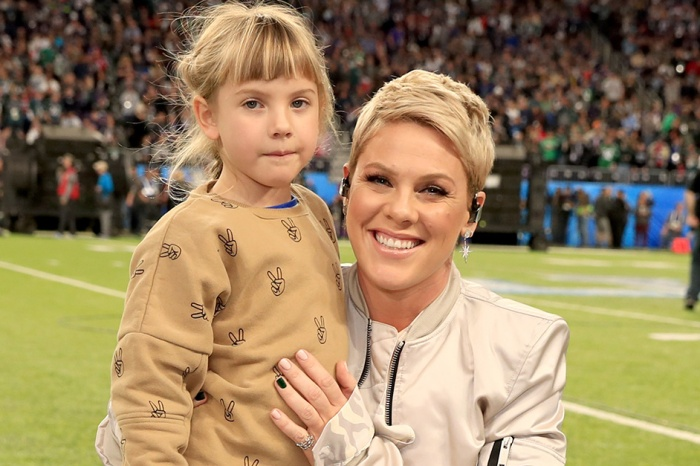 Pink's daughter Willow is helping those in need, one candy stand at a time