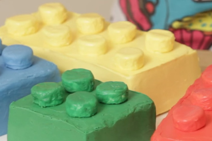Your kids will love these LEGO cakes, and you'll love how easy they are to make