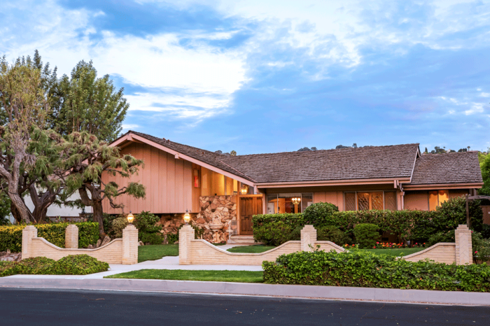 HGTV Bought the 'Brady Bunch' House in a Bidding War with This Celeb