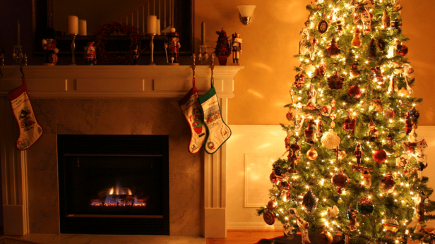Decorating for Holidays Earlier Is Proven to Make You Even Happier