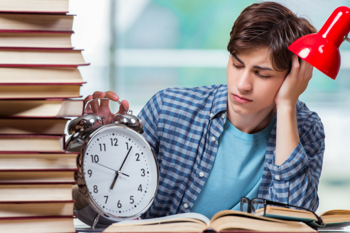 Schools Getting Rid of Analog Clocks Because Teenagers Can't Read Them