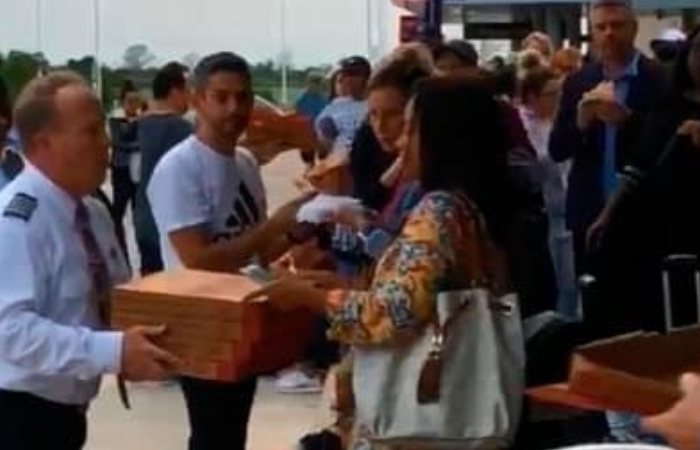 American Airlines Captain Orders 40 Pizzas for Stranded Passengers in Texas