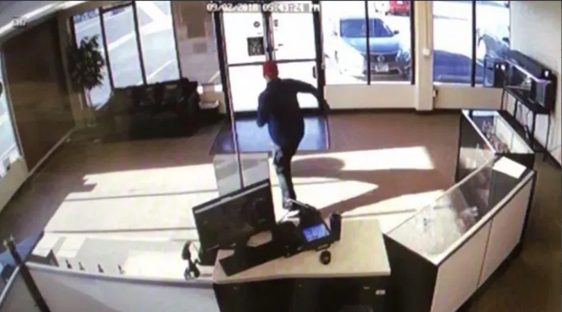 Hilarious Video Shows Clumsy Robber Attempting To Steal E-Cigarettes