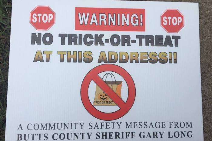 Police Put 'No Trick or Treat' Signs in Registered Sex Offenders' Yards