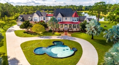 You Can Now Stay At A Disney-Inspired Dream Home For $850KThis $850k Disney Dream Home Has an Amazing Mickey Mouse Pool!