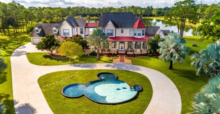 This $850K Disney Dream Home Has an Amazing Mickey Mouse Pool!