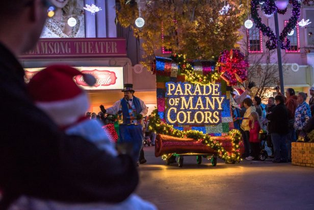 5 Festive Reasons to Visit Dollywood for Christmas