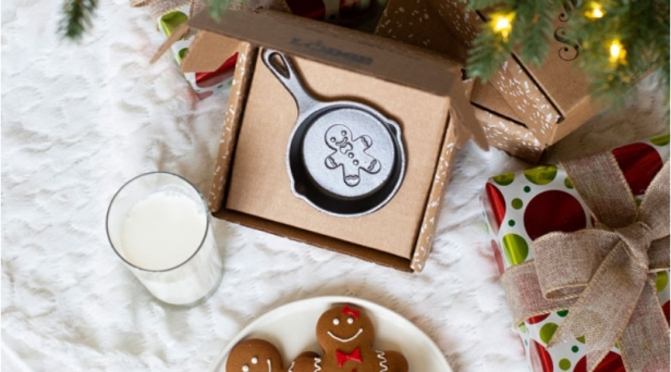 This Holiday Mini Skillet Ornament Is The Perfect Stocking Stuffer!