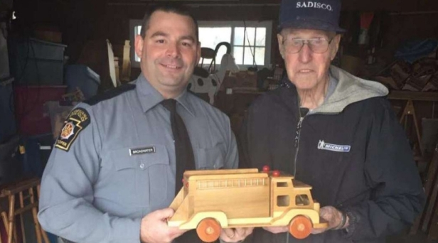Santa Alert: 92-Year-Old Toymaker Donates Hundreds of Handcrafted Wooden Toys to Children