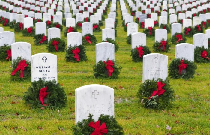 Thousands of Wreaths Laid at Arlington National Cemetery to Honor Fallen Heroes