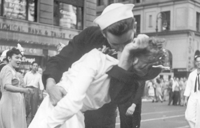 WWII Sailor from the Iconic V-J Day Times Square Kiss Photo Has Died at 95