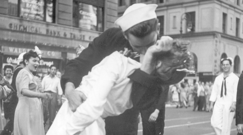 V-J Day Kiss Sailor Died