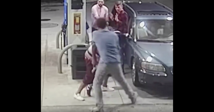 Four Spring Breakers Fight Off Armed Would-Be Mugger at Gas Station