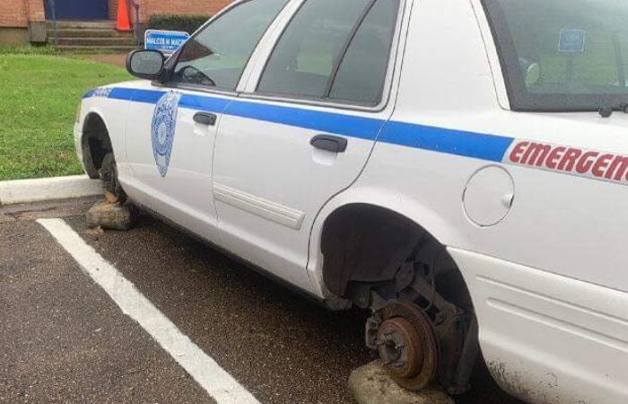 Bravest Thieves Alive Leave Cop Car Up on Blocks, Run Off With Tires