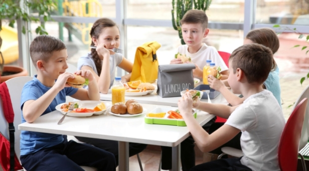 School Receives Backlash After Announcing Students Who Owe Lunch Money Will Only Get Cold Sandwiches
