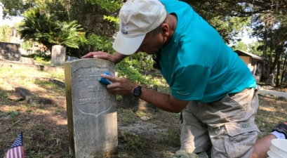 Mailman Spends His Days Off Cleaning Veterans' Headstones