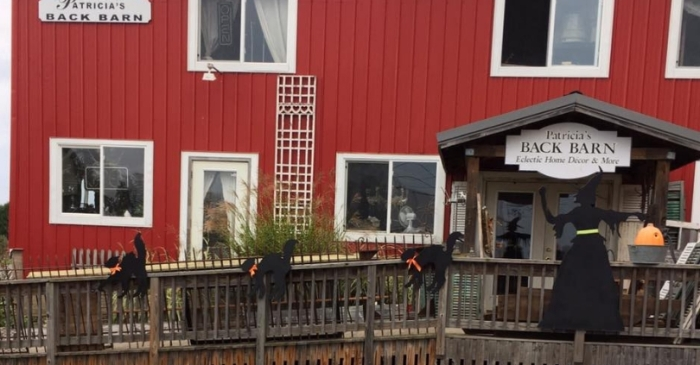 This Antique Store In A Barn Is the Epitome of American Antique Shopping