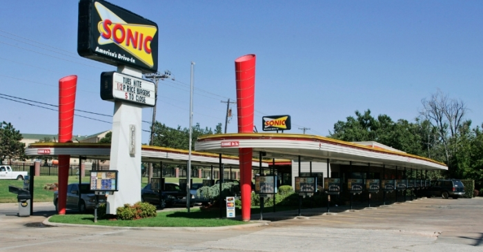 Hungry Dine and Dasher Tells Sonic Server 'This One's on God' Before Fleeing