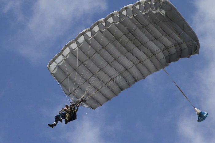 98-Year-Old WW2 Paratrooper Vet Parachutes into Holland, Plans to Jump Until He's 100