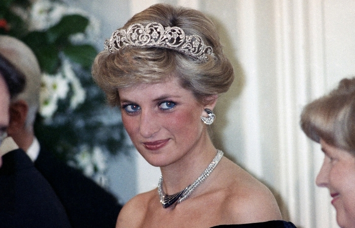 How Princess Diana Pioneered AIDS Acceptance With a Simple Handshake
