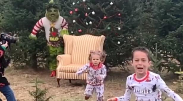 Grinch Surprises, Terrifies Children Taking Christmas Photos