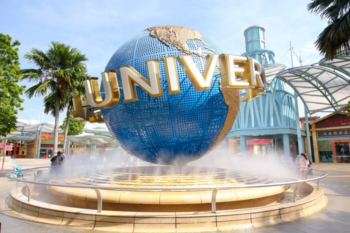 Universal Studios Keeps Guest Out For Wearing Shirt Saying He's a Retired Cop