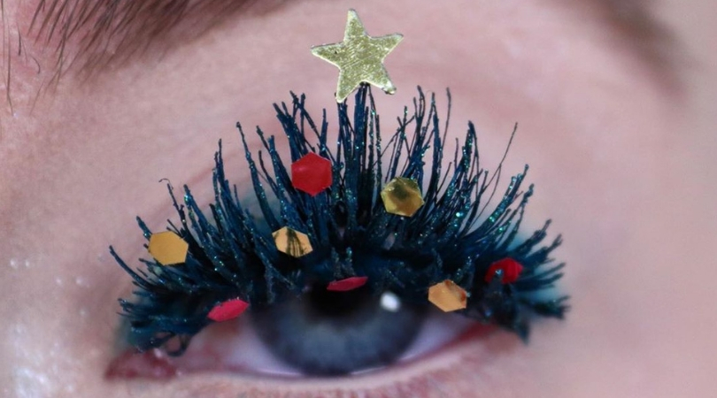 Women are Decorating Their Lashes as Christmas Trees for the Holidays