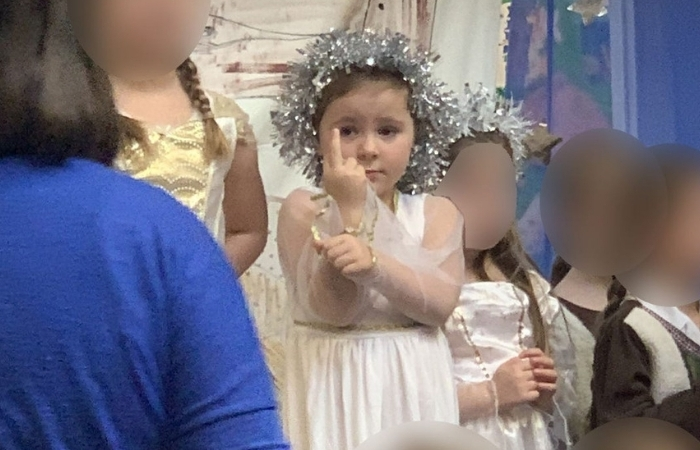 5-Year-Old Hilariously Flips Off Audience for 20 Minutes During School Nativity Play