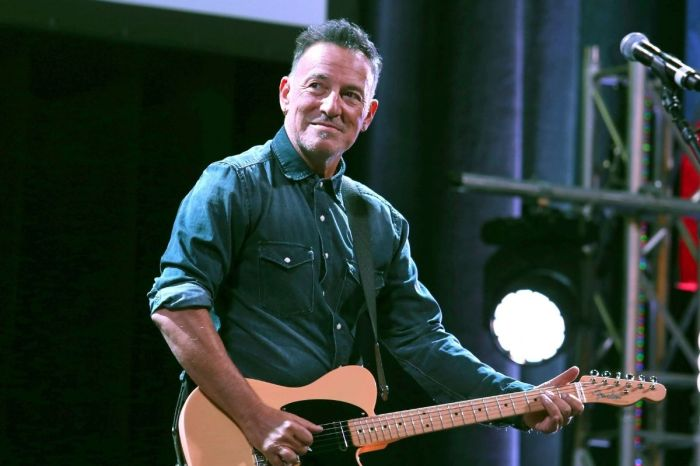 What Do Bruce Springsteen's 'Blinded by the Light' Song Lyrics Mean?